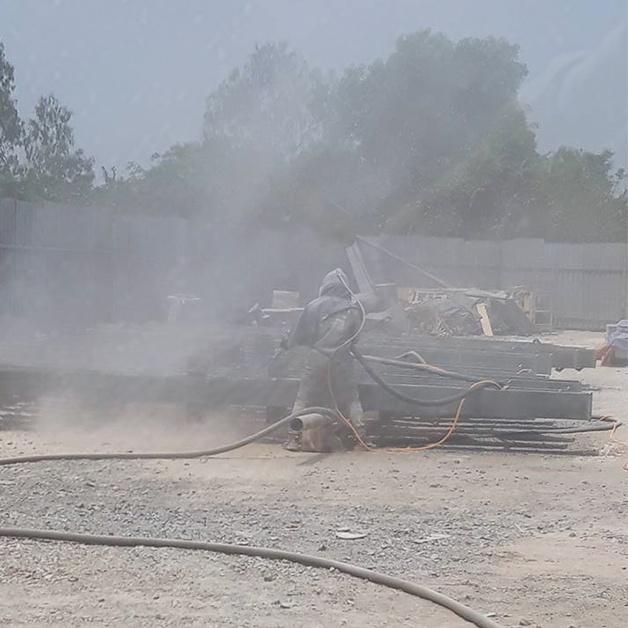 Ứng dụng cát vào làm sạch bề mặt thép