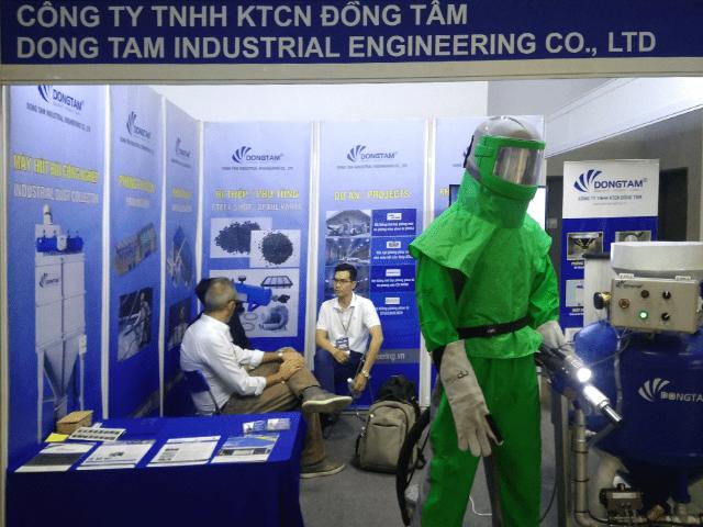 Khách hàng tham quan gian hàng - Công ty KTCN Đồng Tâm