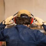 Tiếng ồn nơi làm việc dấu hiệu nhận biết và cách phòng vệ