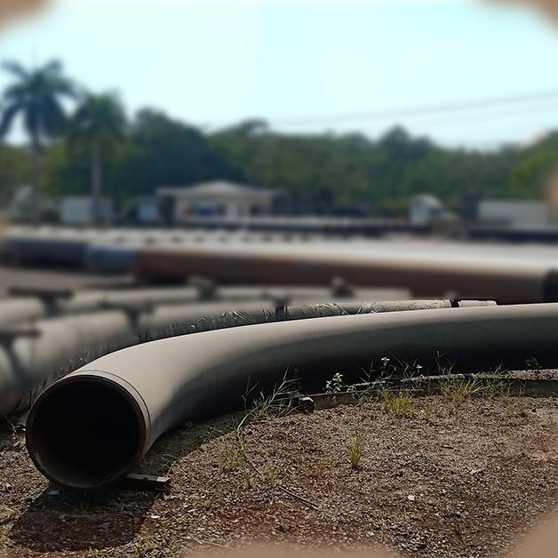 Phủ lớp sơn lên một đường ống công nghiệp