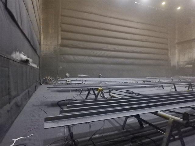 Phòng phun bi lắp đặt hệ thống chiếu sáng