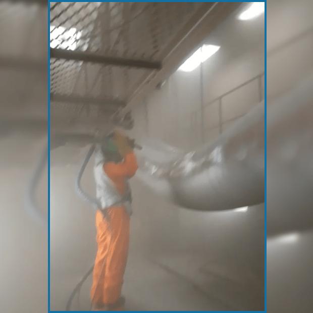 Bên trong phòng phun - Trang thiết bị an toàn cho người lao động