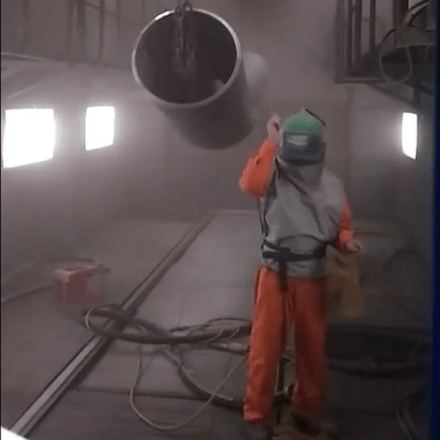 Hoàn thành quá trình phun bi ống thép công nghiệp