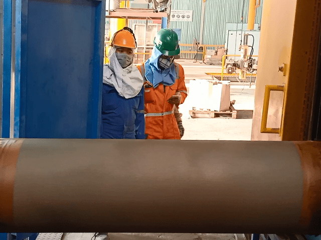 Sản phẩm ống thép công nghiệp chuẩn bị sơn phủ